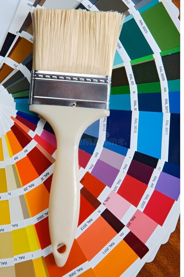 Brocha con la tarjeta de colores imágenes de archivo libres de regalías
