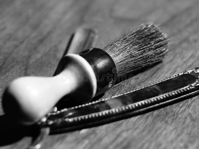 Brocha de afeitar y lámina de la vendimia imagenes de archivo