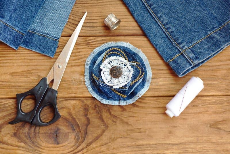 Broche de la flor de la mezclilla o accesorio azul del - Tablas de madera baratas ...