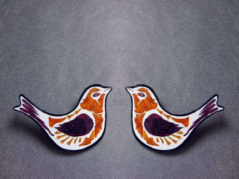 Broche de madera de dos pájaros foto de archivo libre de regalías