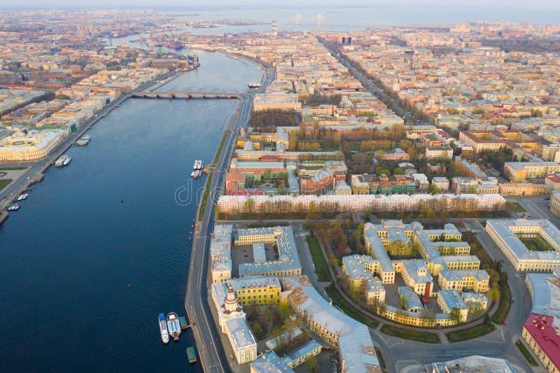 Broche de Vasilyevsky Island St Petersburg Fleuve de Neva Vue d'?t? de P?tersbourg photographie stock libre de droits