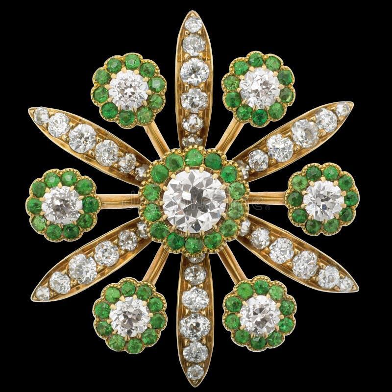 Broche del diamante con las esmeraldas imagen de archivo