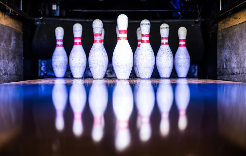 broches de bowling 3d blanches images stock