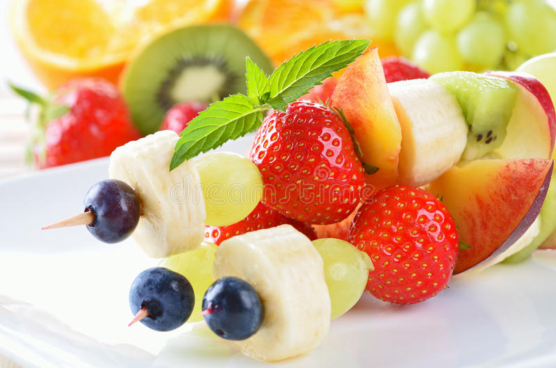 Brochettes de fruit photos libres de droits