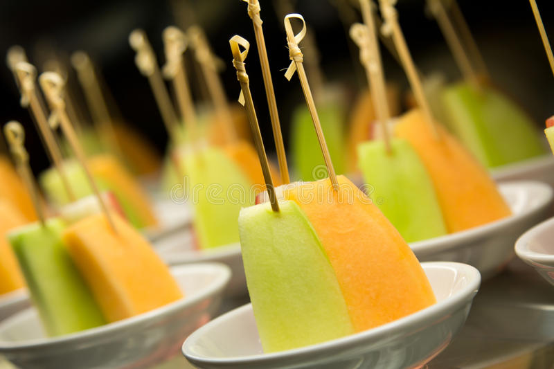 Brochettes de fruit. photos stock
