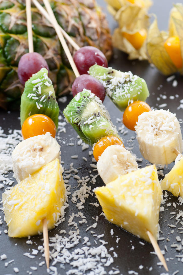 Brochettes de fruit de noix de coco photographie stock