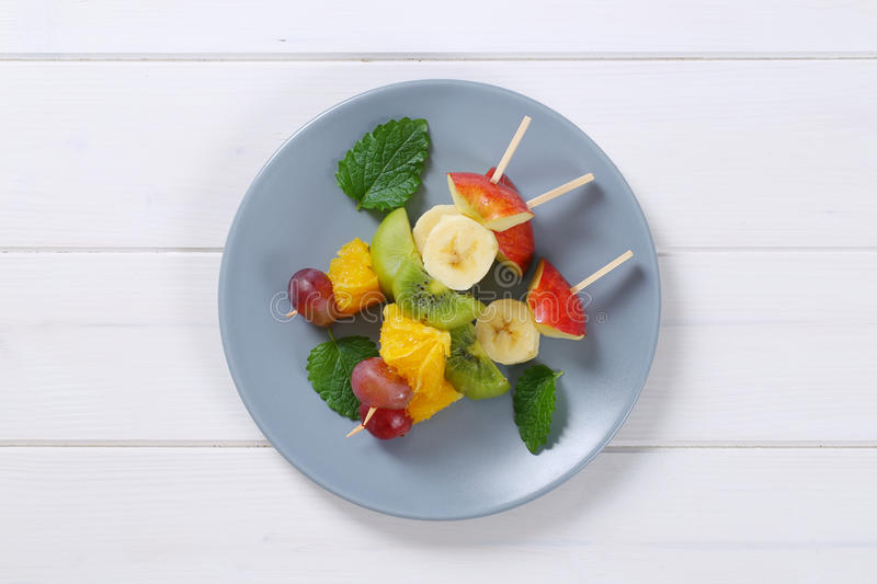 Brochettes de fruit frais photo stock