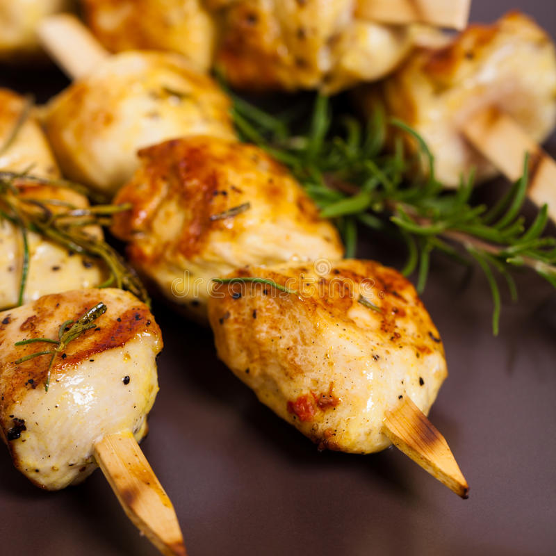 Brochettes de poulet photos stock