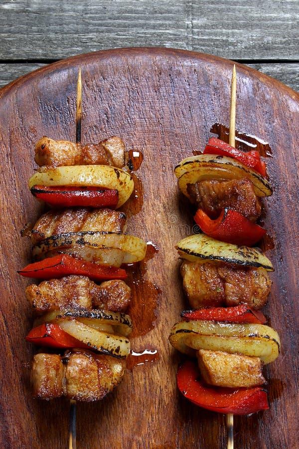 Brochettes faites de viande de porc photos stock