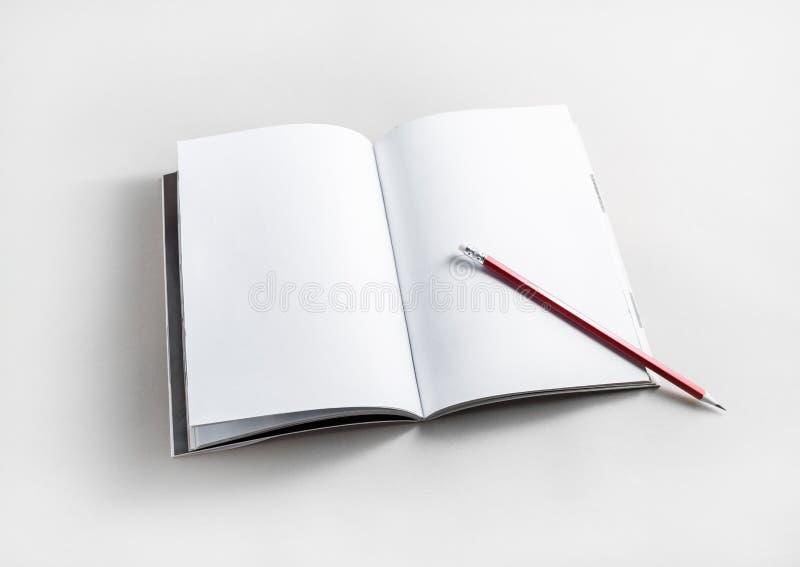Brochure en potlood royalty-vrije stock foto