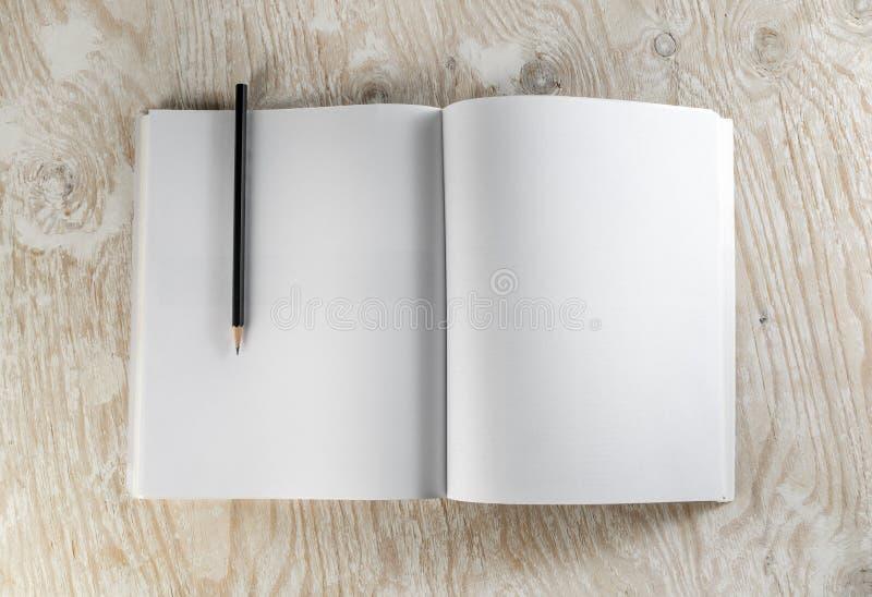 Brochure met een potlood royalty-vrije stock foto's