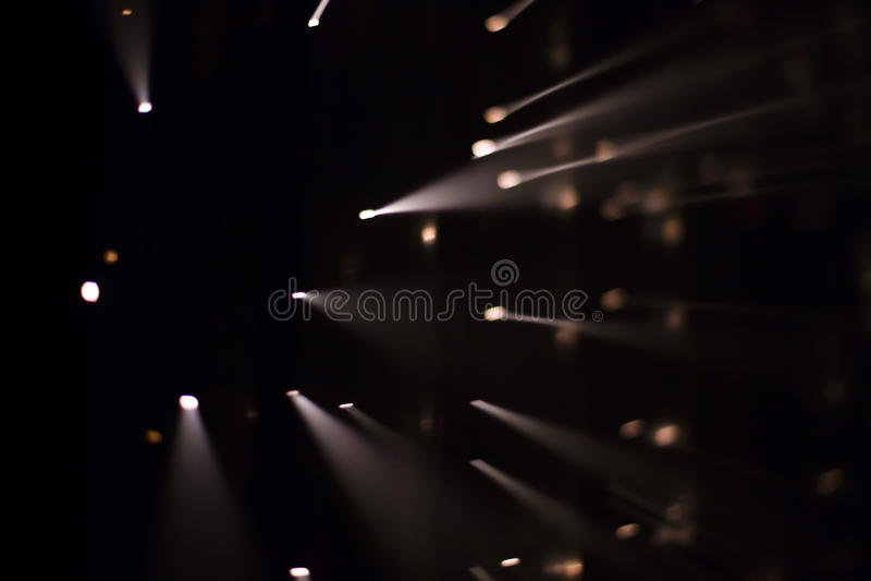 Brocken 5 1 instalación ligera de Yasuhiro Chida en el cuadrado de la república en Praga durante el festival 2016 de la luz de se fotos de archivo