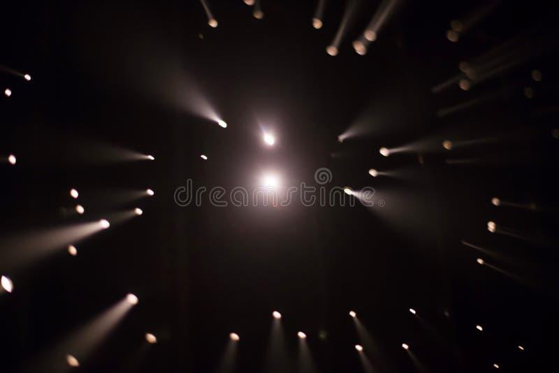 Brocken 5 1 instalación ligera de Yasuhiro Chida en el cuadrado de la república en Praga durante el festival 2016 de la luz de se imagenes de archivo