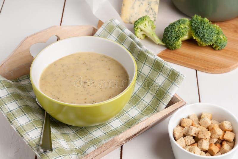 Brocoli et soupe à stilton photographie stock libre de droits