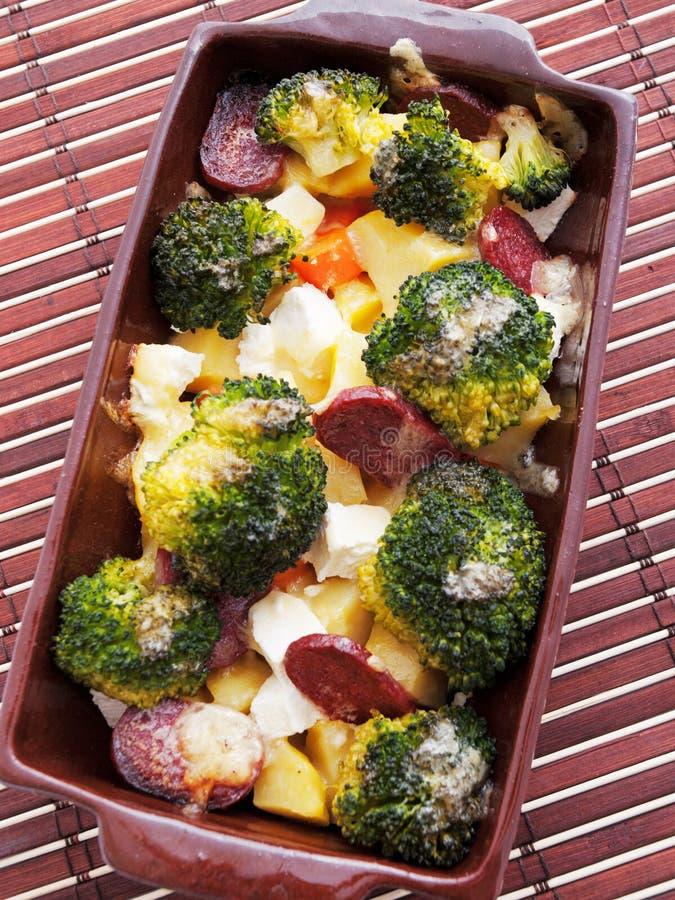 Brocolli e casseruola della patata immagini stock