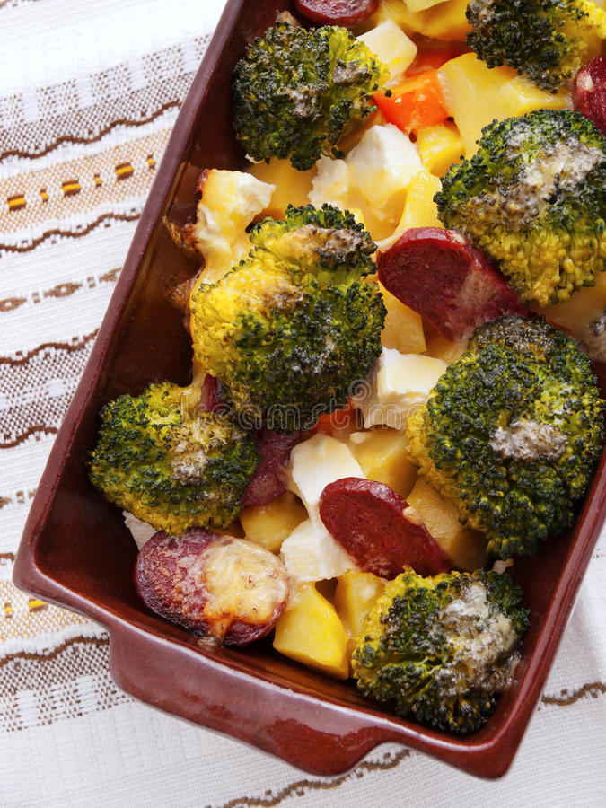Brocolli und Kartoffelkasserolle stockfoto