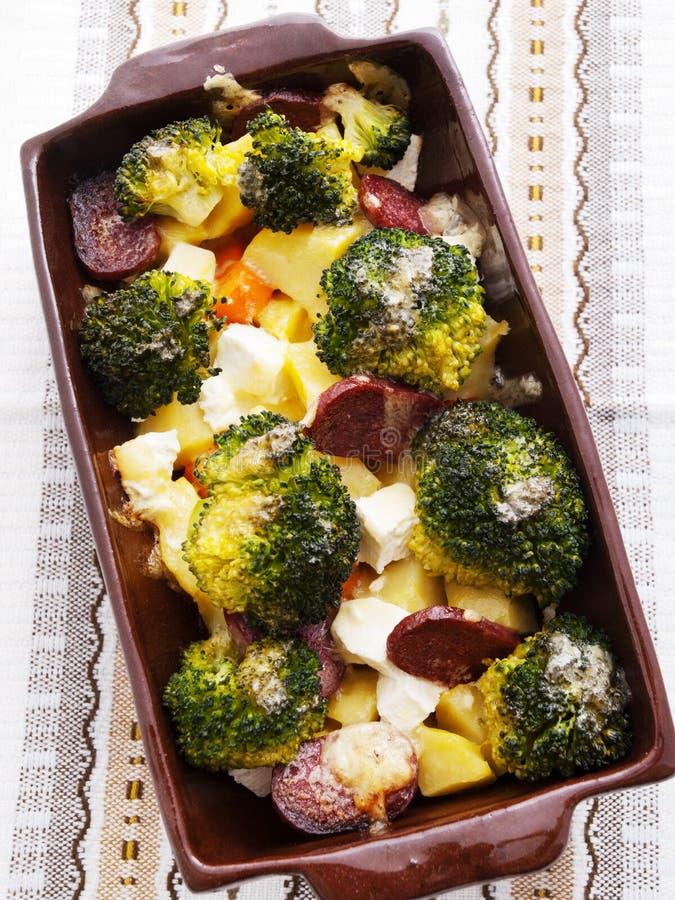 Brocolli und Kartoffelkasserolle stockbilder