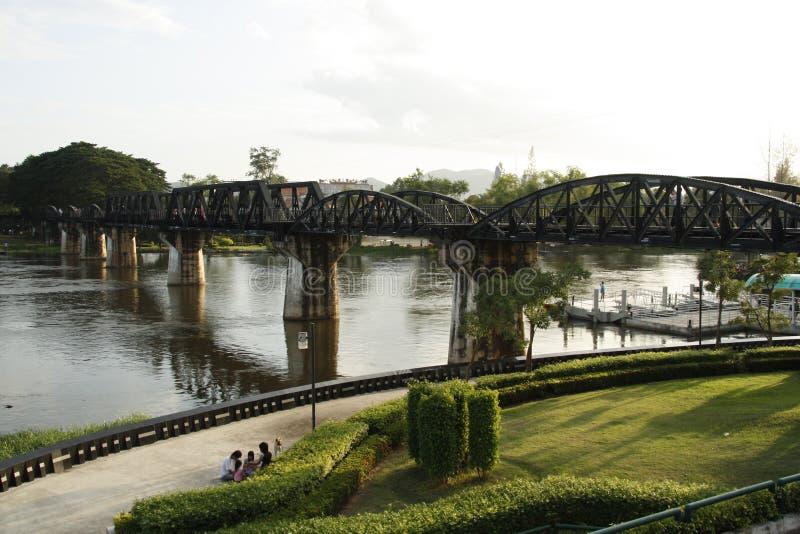 brodödkwai över den järnväg floden arkivfoton