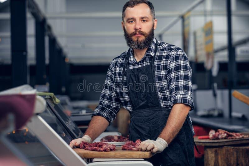 Brodata masarka słuzyć świeżego rżniętego mięso fotografia royalty free