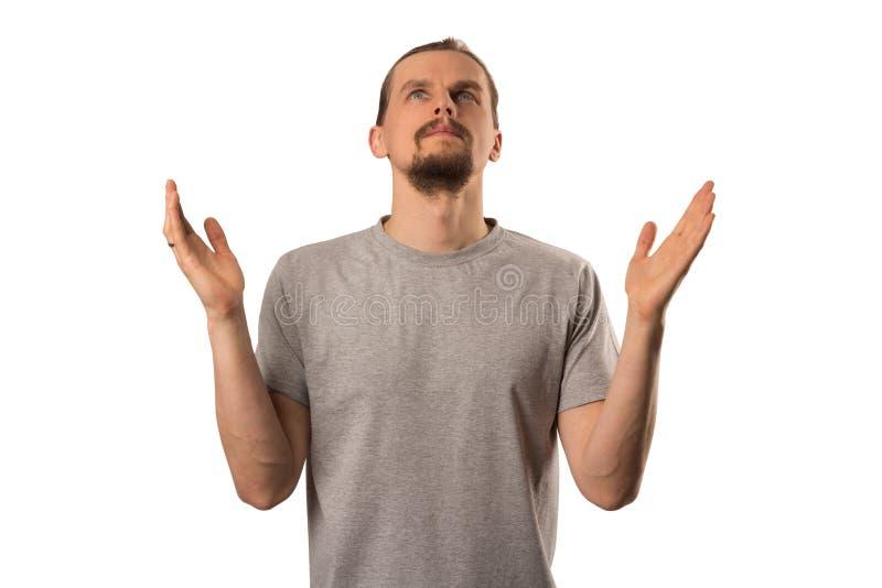 Brodaty atrakcyjny caucasian facet rozprzestrzenia jego ręki w górę odosobnionego na bielu zdjęcie royalty free