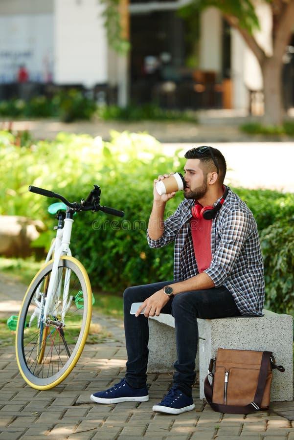 Brodaty cyklista Bierze przerwę fotografia stock