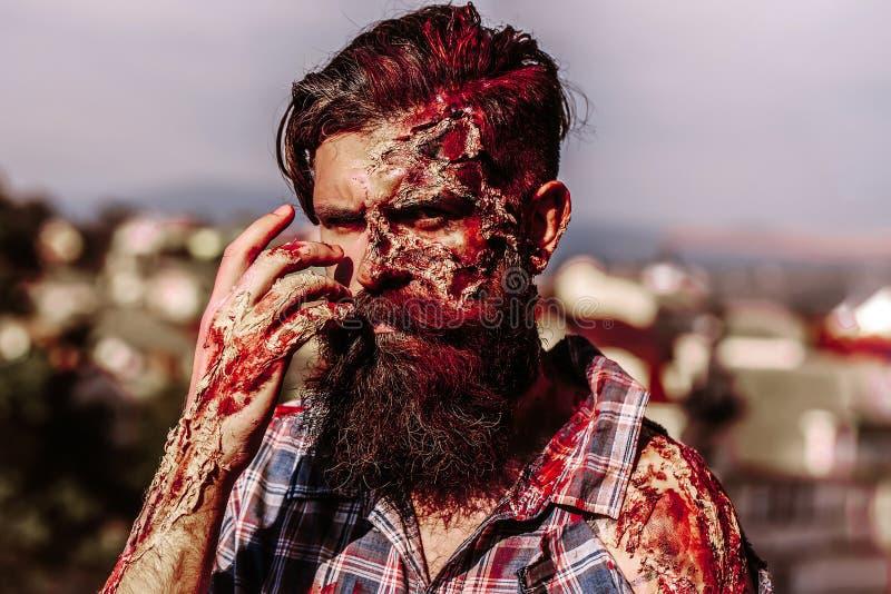 Brodaty krwisty żywego trupu mężczyzna obraz royalty free