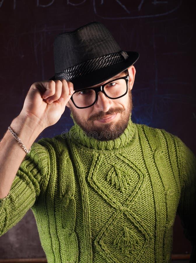 Brodaty modnisia mężczyzna w kapeluszu fotografia royalty free