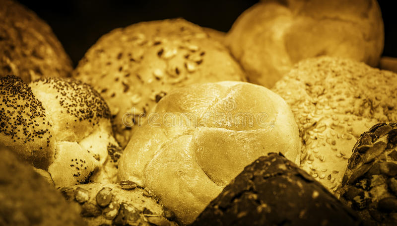 Broden van brood en broodjes stock afbeeldingen