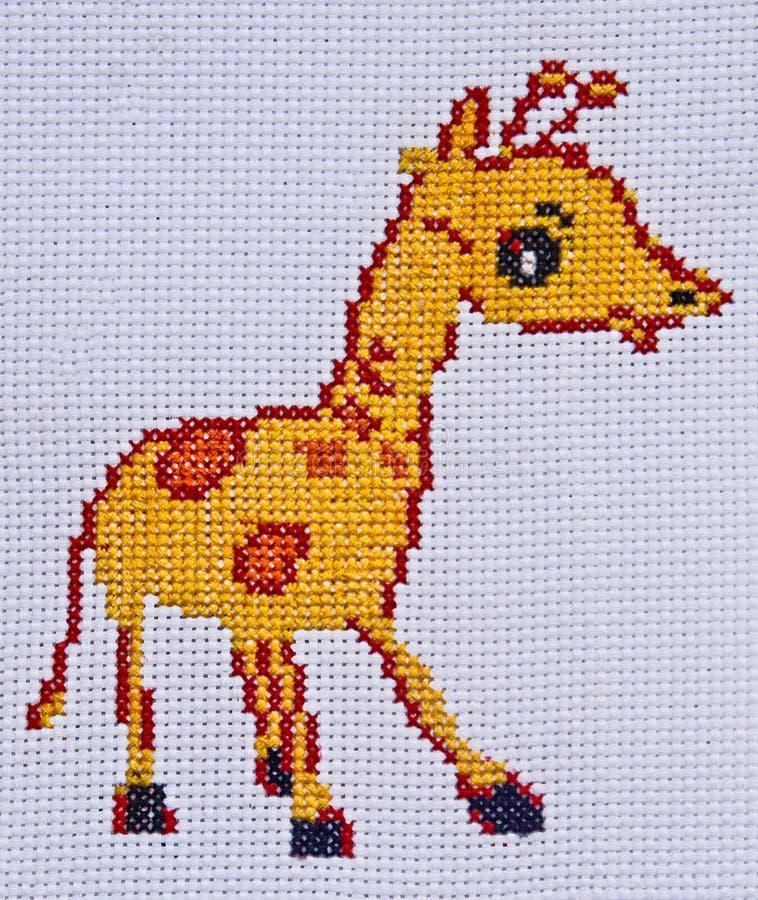 Broderie et girafe fabriquées à la main de point de croix photo stock