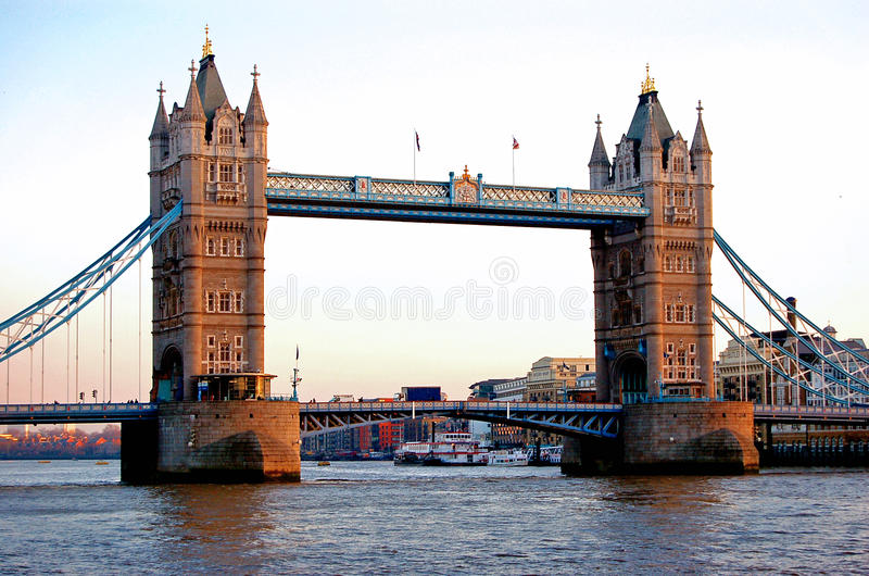 broengland london torn arkivfoto