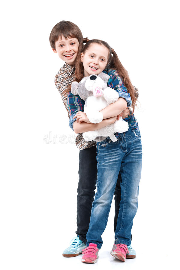 Broer en zusterverstand groot speelgoed royalty-vrije stock fotografie