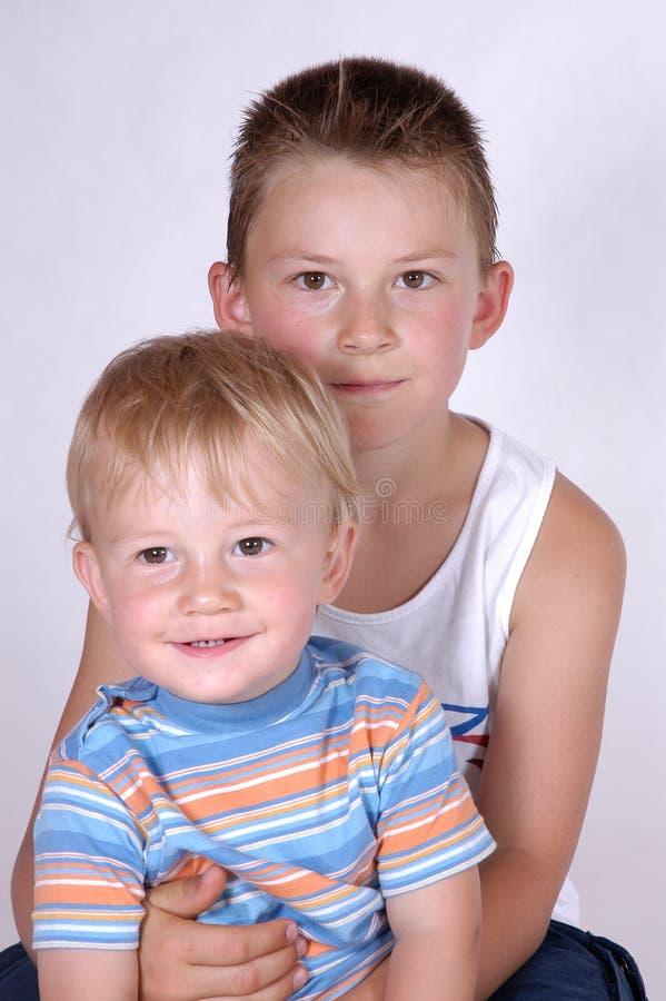 Download Broers stock foto. Afbeelding bestaande uit familie, glimlachen - 297252