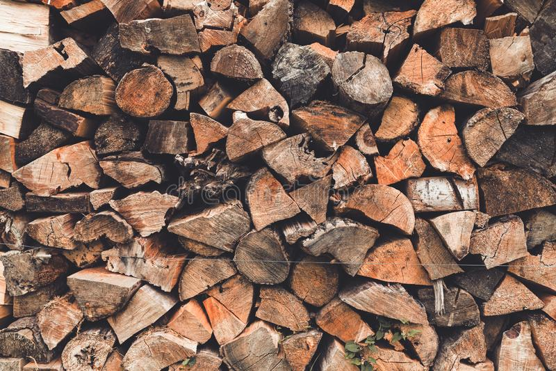 Brogować drewniane bele, siekająca łupka fotografia royalty free