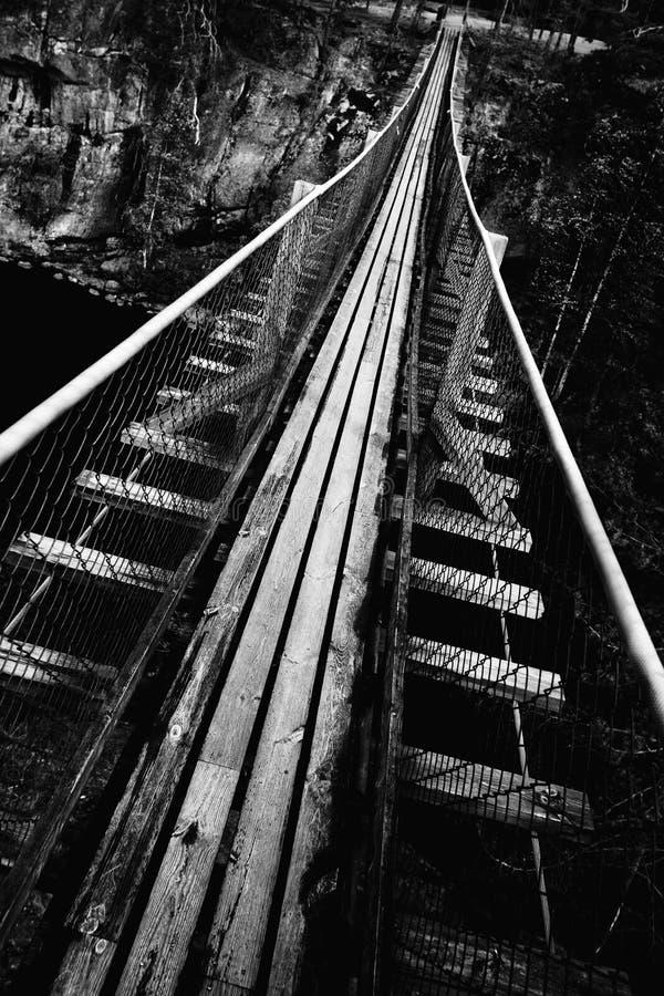 Download Brohänge arkivfoto. Bild av gammalt, klippbrants, mörkt - 19798574