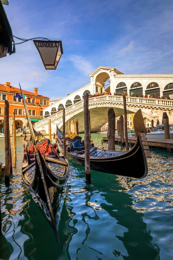 broitaly rialto venice kanaltusen dollar venice Arkitektur och gränsmärken av Venedig Venedig vykort med Venedig gondoler royaltyfri fotografi