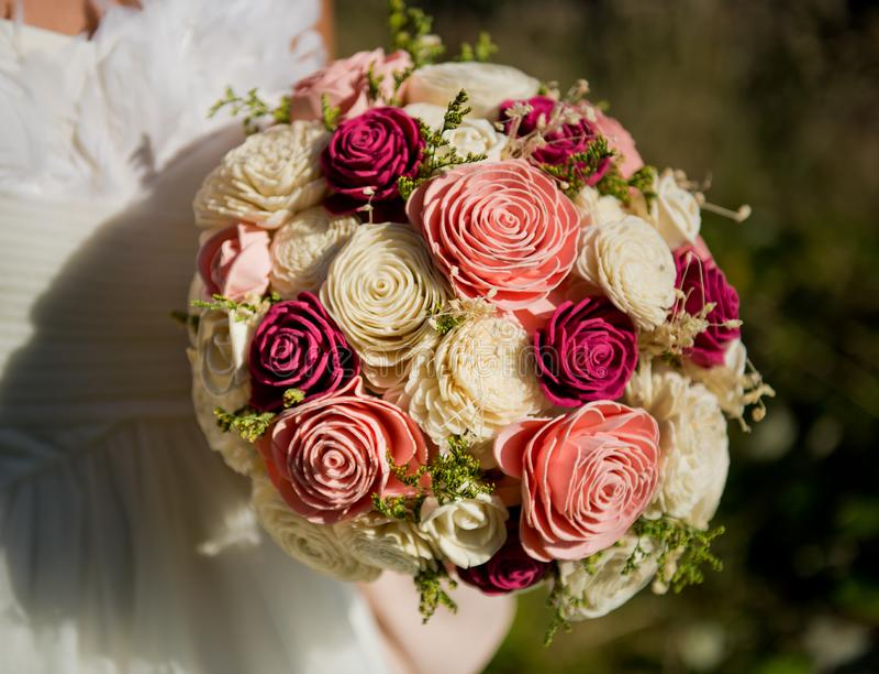 Brokbukett av rosor arkivbild