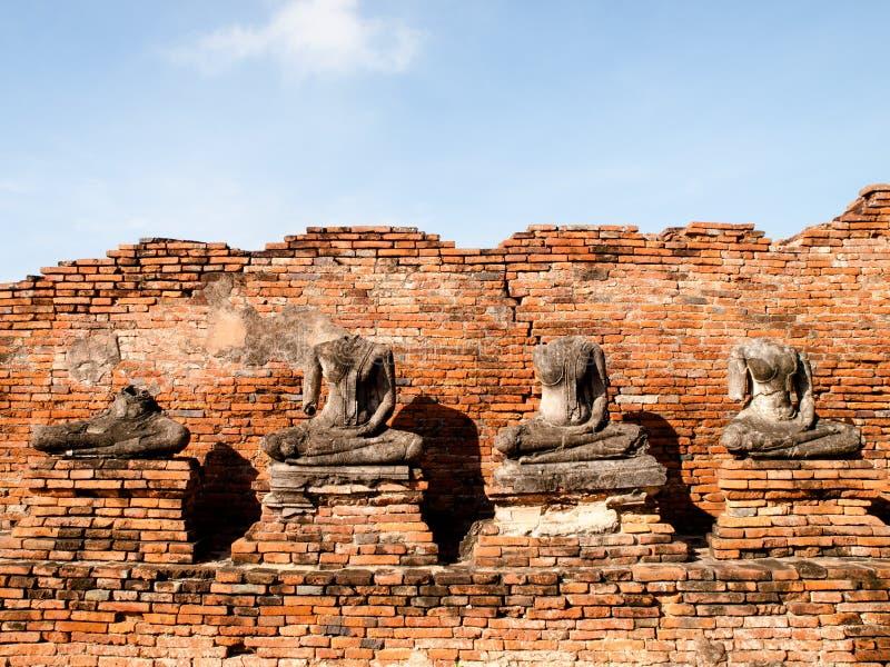 Broken Buddha staty royaltyfria foton