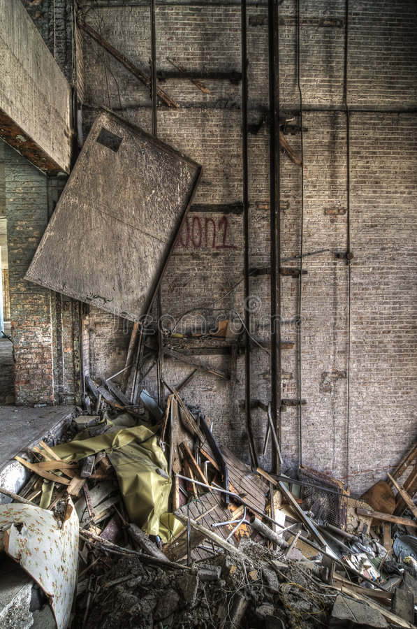Free Broken Elevator Shaft Royalty Free Stock Photography - 9267457