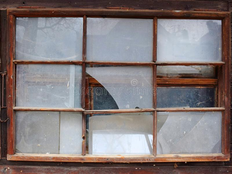 broken gammala fönster arkivbilder