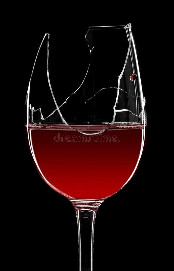 broken glass rött vin arkivbilder