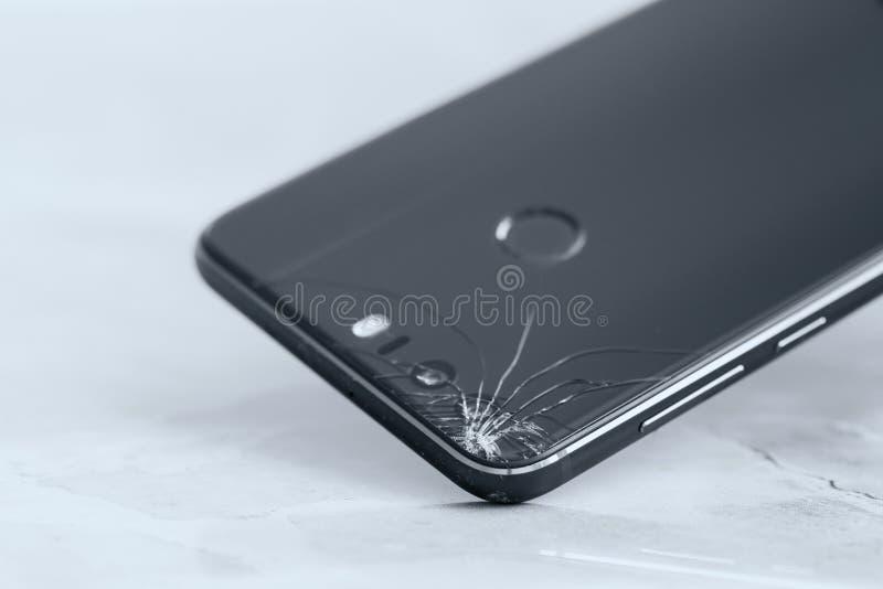 broken mobil telefon royaltyfria bilder