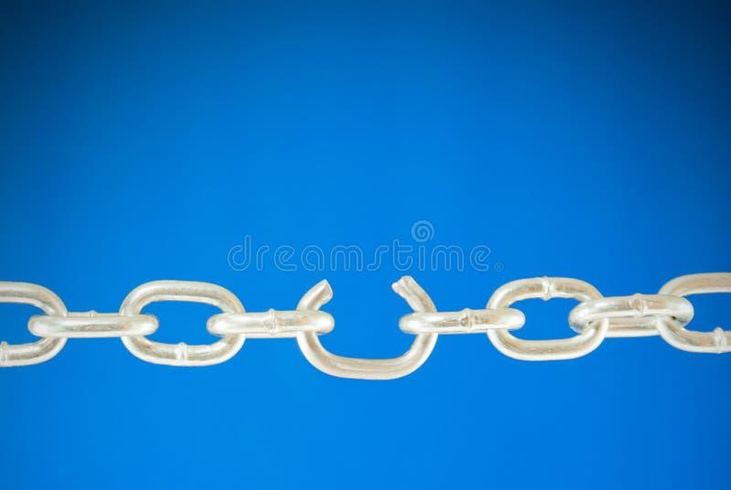 broken stål för chain sammanlänkning royaltyfri foto