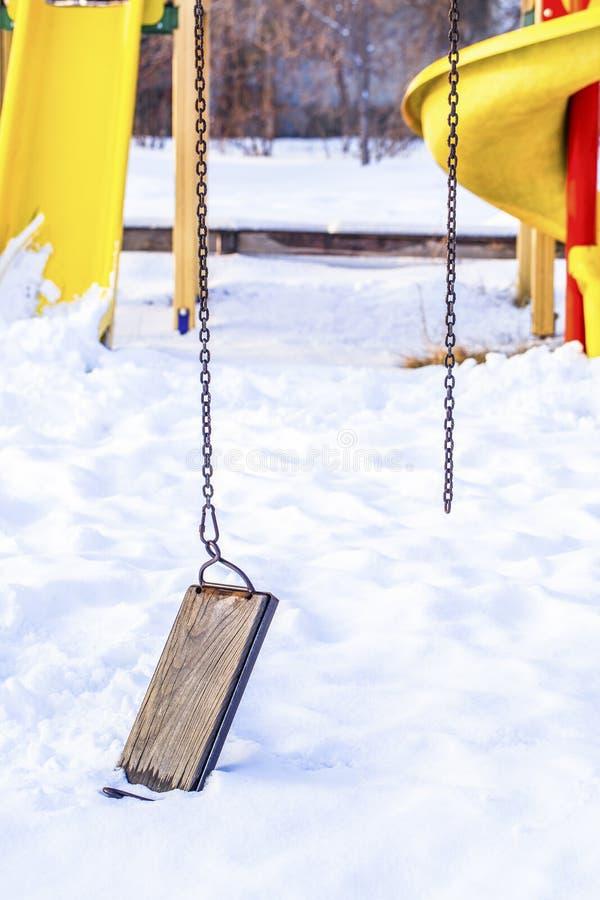 broken swing royaltyfri bild