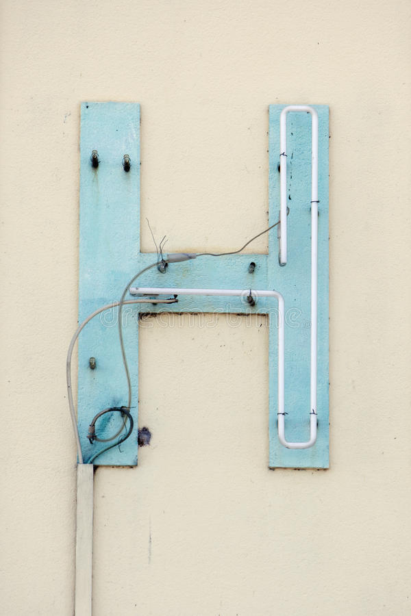 broken tecken för H-bokstavsneon royaltyfri bild