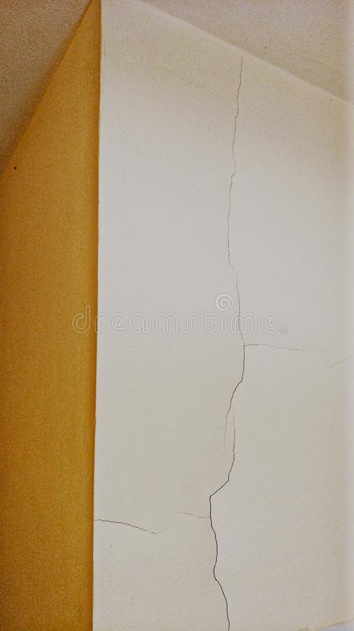 broken vägg arkivbilder