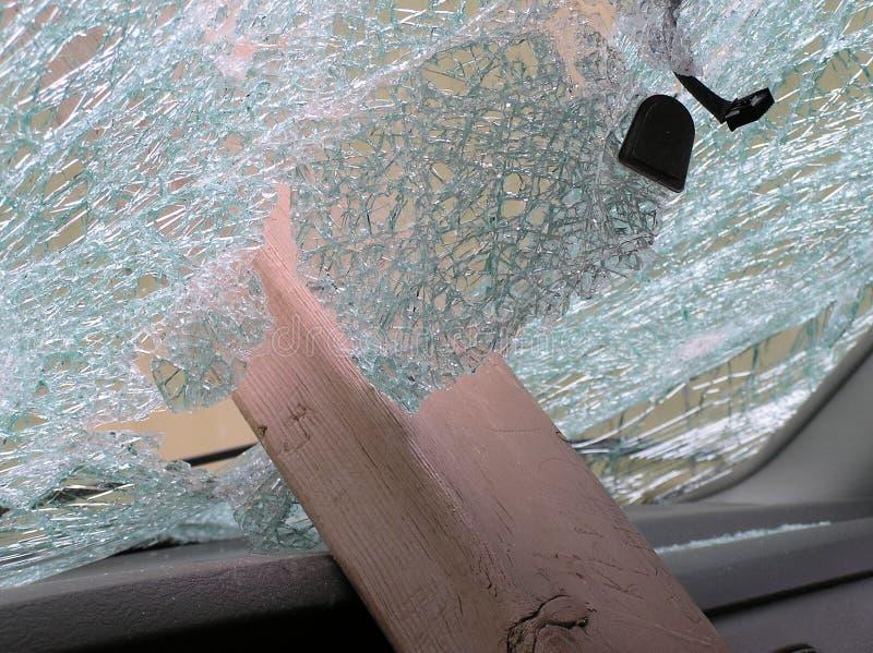 broken windshield arkivfoto
