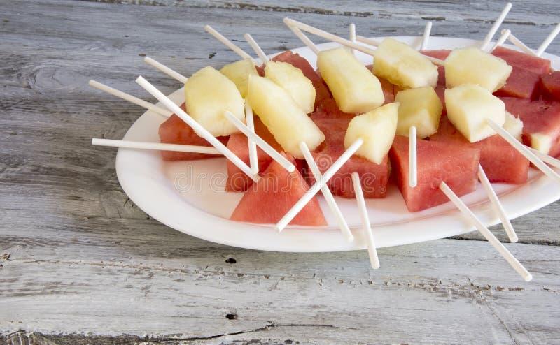 Brokken van meloen en watermeloen royalty-vrije stock foto
