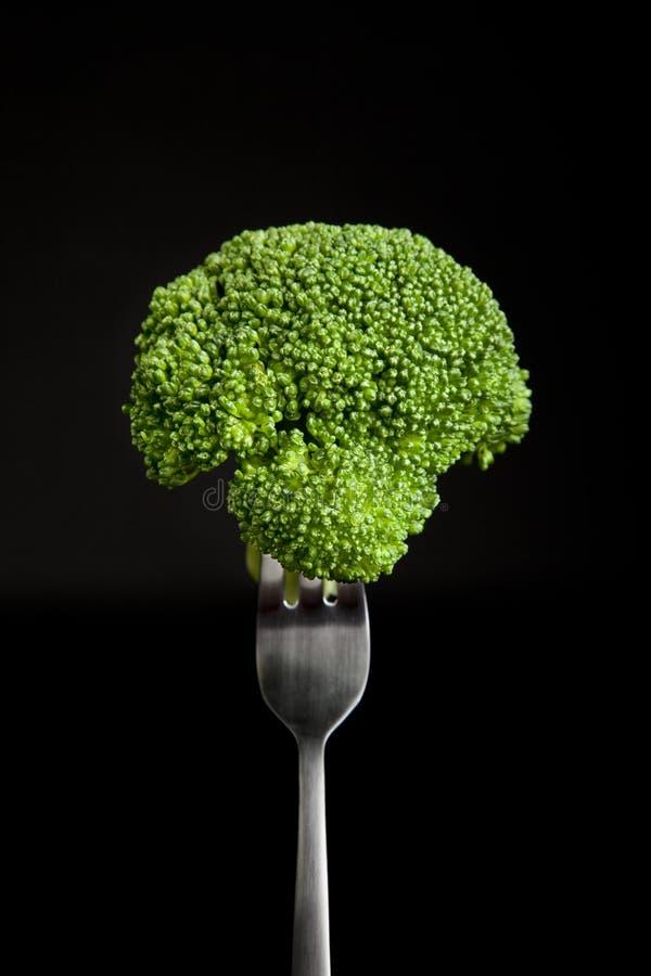 Brokkoli auf Gabel stockfotos