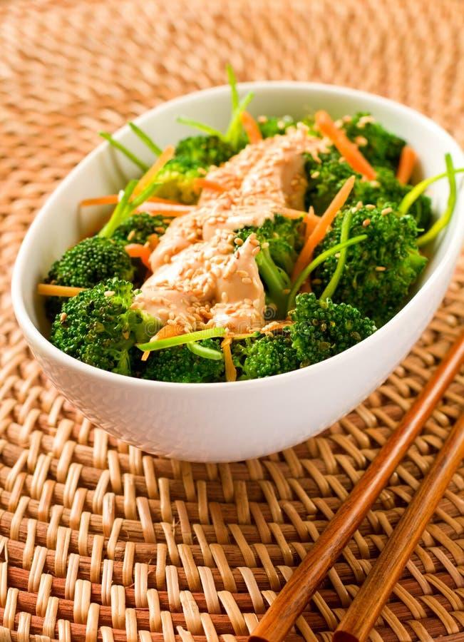 Brokkoli mit Tofu lizenzfreies stockfoto