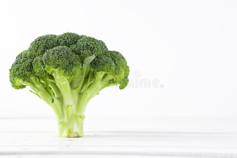 Brokkoli mit weißem Hintergrund stockfoto